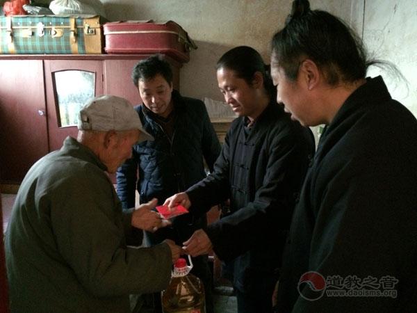 陕西西安金仙观开展春节送温暖献爱心活动