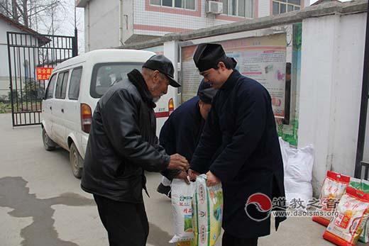 陕西汉中道协负责人慰问汉台区孤山村老人