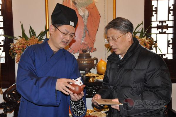沙海林部长莅临上海城隍庙慰问全市道教界人士