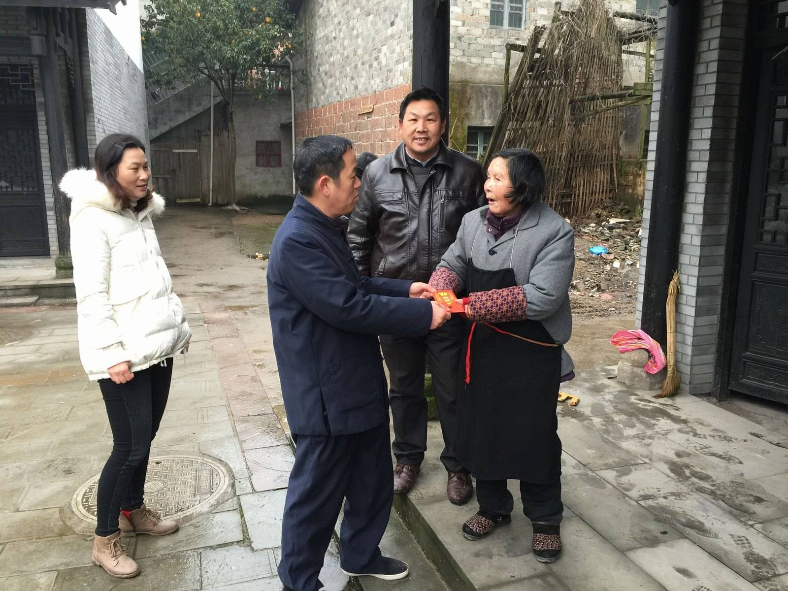 龙虎山道教协会春节前夕走访慰问困难群众