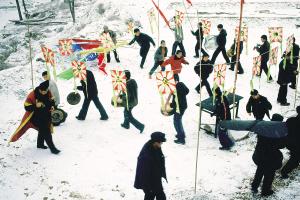 背赦书抱平安锁放赦:陕北正月的祈愿活动