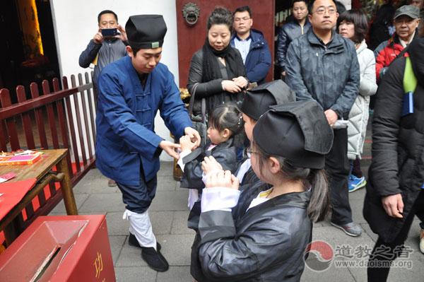 上海城隍庙举行国学启蒙班 体验趣味国学