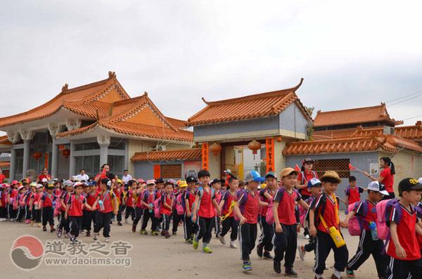 广东陆丰市华美幼儿春游感受妈祖慈爱文化