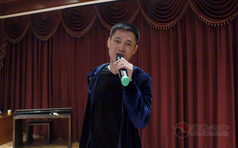著名青年歌手李建科为大家演唱道教音乐《道缘》