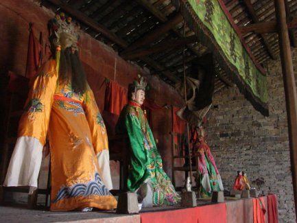 四月初一水府萧公圣诞,肉身桶藏庙左庑400余年仍如新