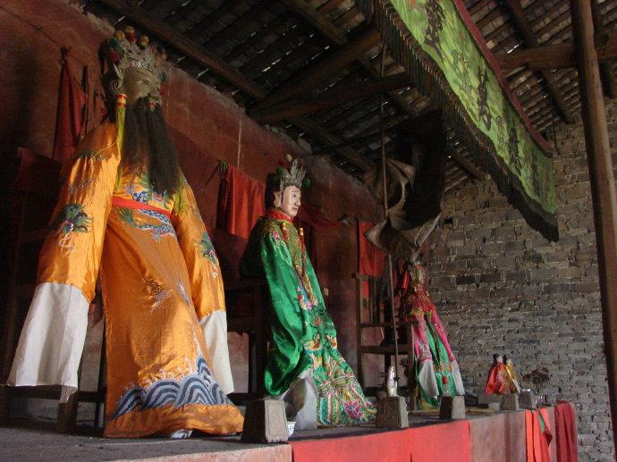 四月初一水神萧公圣诞,肉身桶藏庙左庑400余年仍如新
