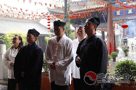 新加坡、马来西亚参访团参访西安都城隍庙