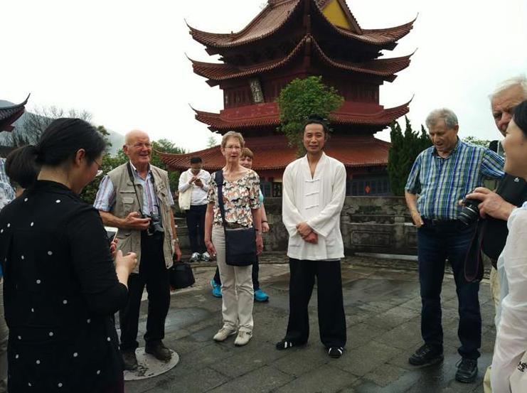 德国迪恩市市民代表团访问金华黄大仙祖宫