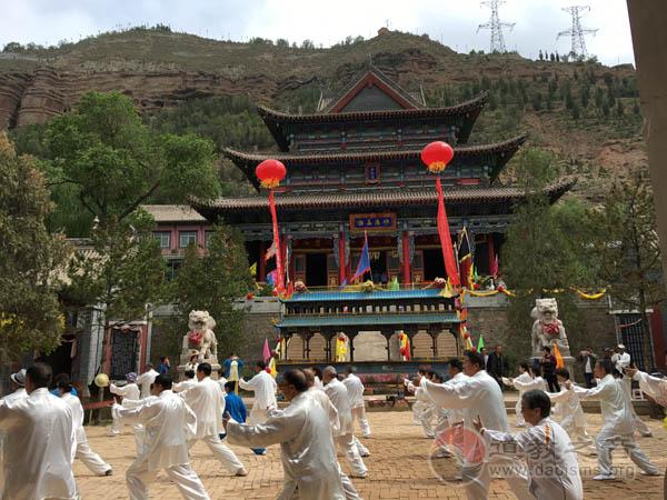 青海西宁北山土楼观传统城堭庙会活动举行