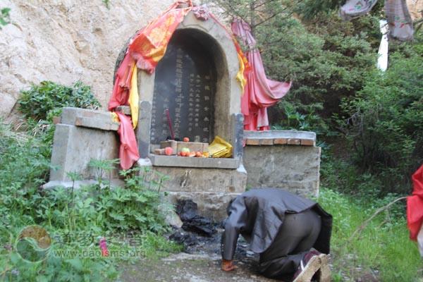 走访南朔山见证崖观沧桑,问道青藏高原深山隐士