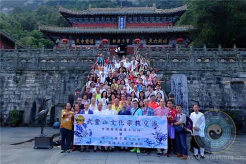 李光富道长会见香港啬色园黄大仙祠文化交流团