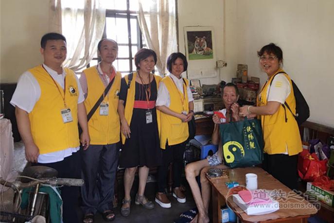 广州纯阳观义工为低保群众赠送中秋节礼物