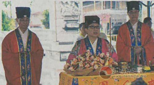 香港黄大仙祠诵经团到北海斗母宫诵经祈福