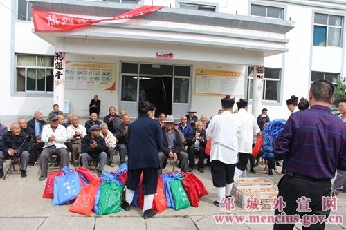 山东省邹城市道教界爱心人士开展敬老活动