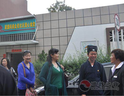 云南省道协会长廖东明道长重阳节慰问低保老人