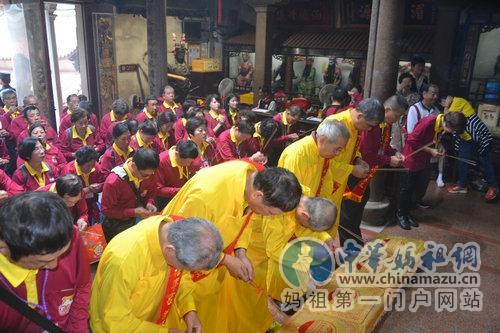 福建省湄洲岛迎来台湾彰化福宁宫谒祖进香团
