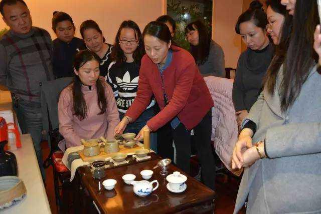 上海慈爱公益第四期茶道启蒙班举行结业仪式