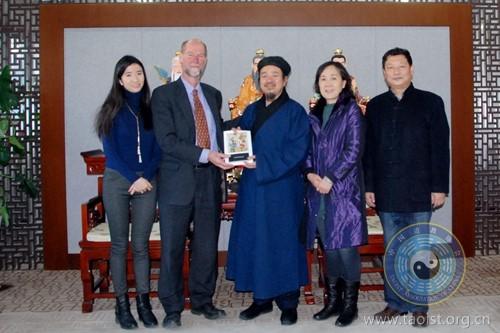 黄信阳道长会见世界宗教与环境保护基金会秘书长