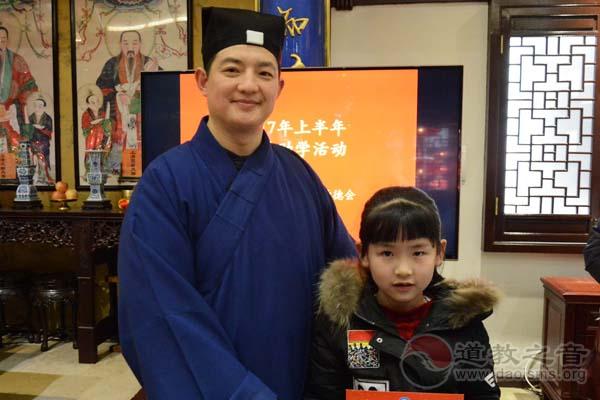 上海城隍庙慈爱功德会举行慈爱·助学活动