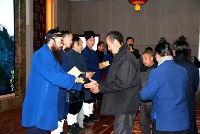 湖北省武当山道协举行慰问特困户捐助活动