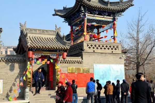 内蒙区包头市元宵庙会在南龙王庙广场举行