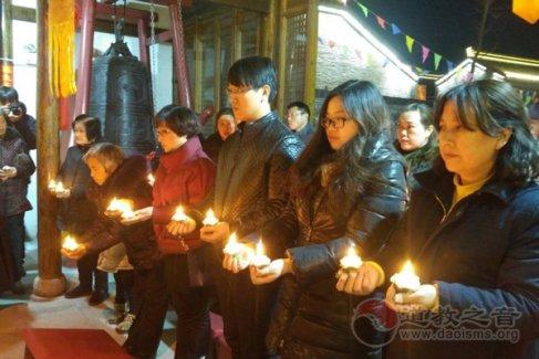 江苏泰州市高港城隍庙举行上元节供灯法会(视频)