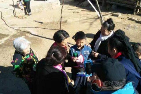 北京密云娘娘庙前往河北滦平资助山区学生