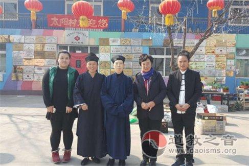北京市佑民观举行捐献衣物传真情爱心活动