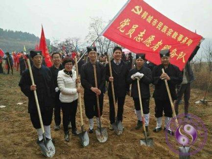 陕西韩城市道协老君诞辰举行植树造林活动
