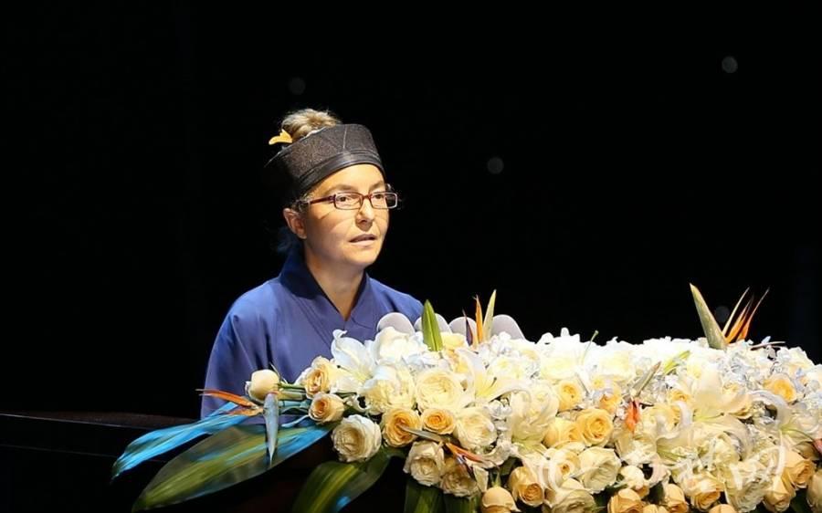 法国道教协会会长景秀道长演讲《A Daoist Dream 道教梦》(图片来自秦楚网)