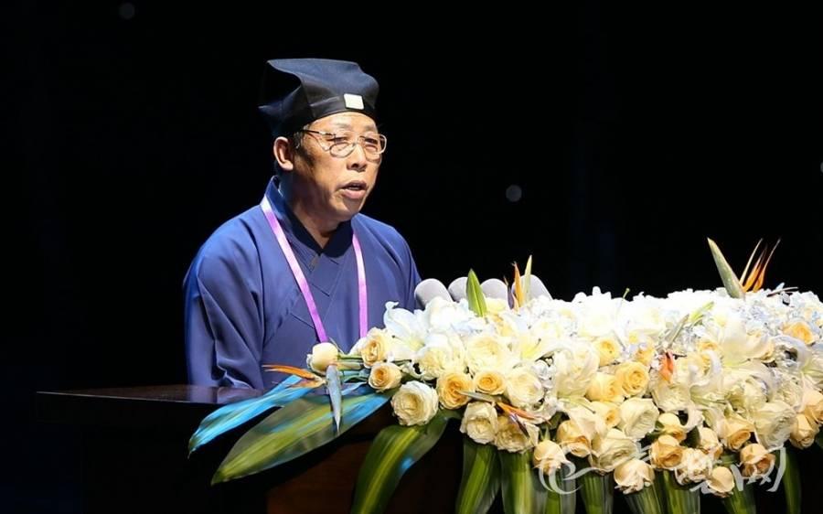 中国道教协会副会长兼秘书长张凤林道长演讲《略谈道教在当代的发展》(图片来自秦楚网)