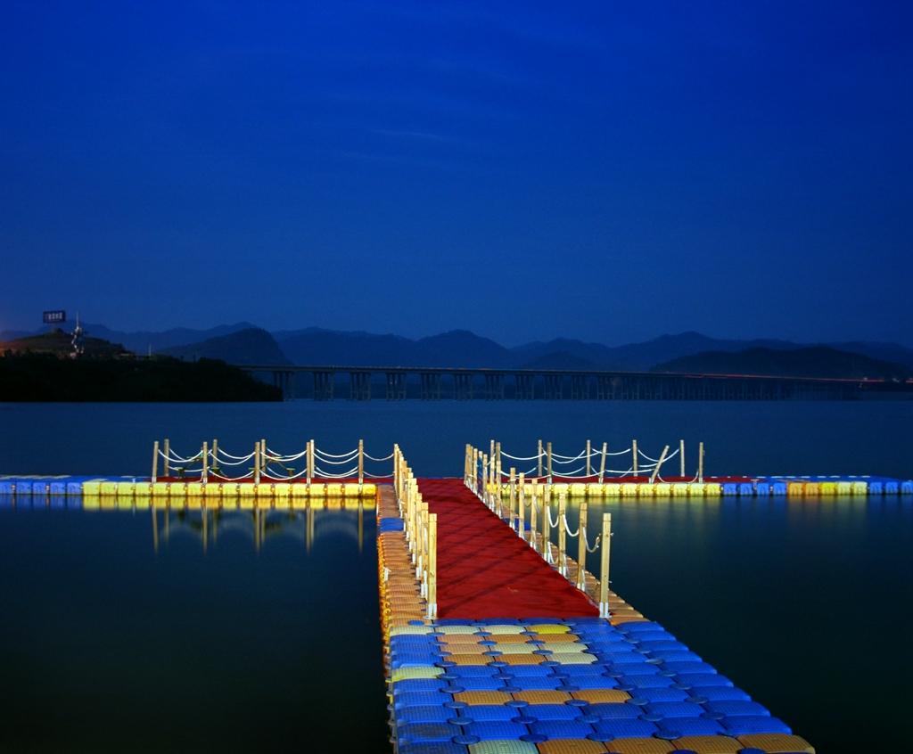 优秀作品:码头夜色(摄影祡顺昌)