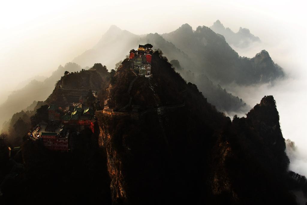 090优秀作品:大岳武当(摄影:卢家亮)