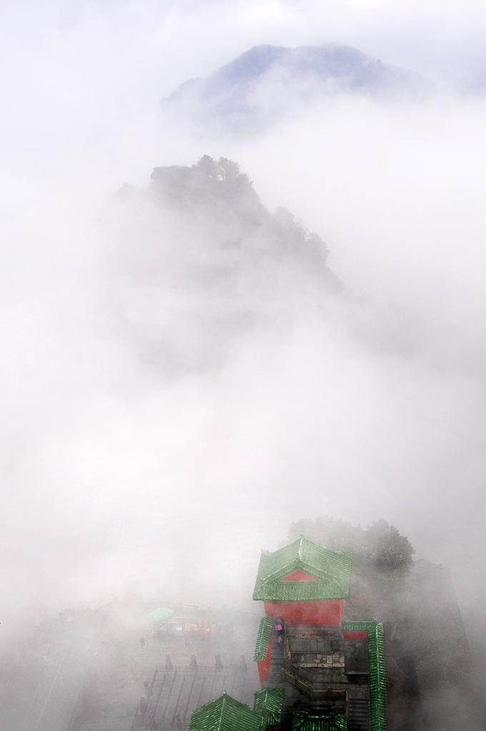 097优秀作品:仙山玉阁云海中(摄影:吕伟民)