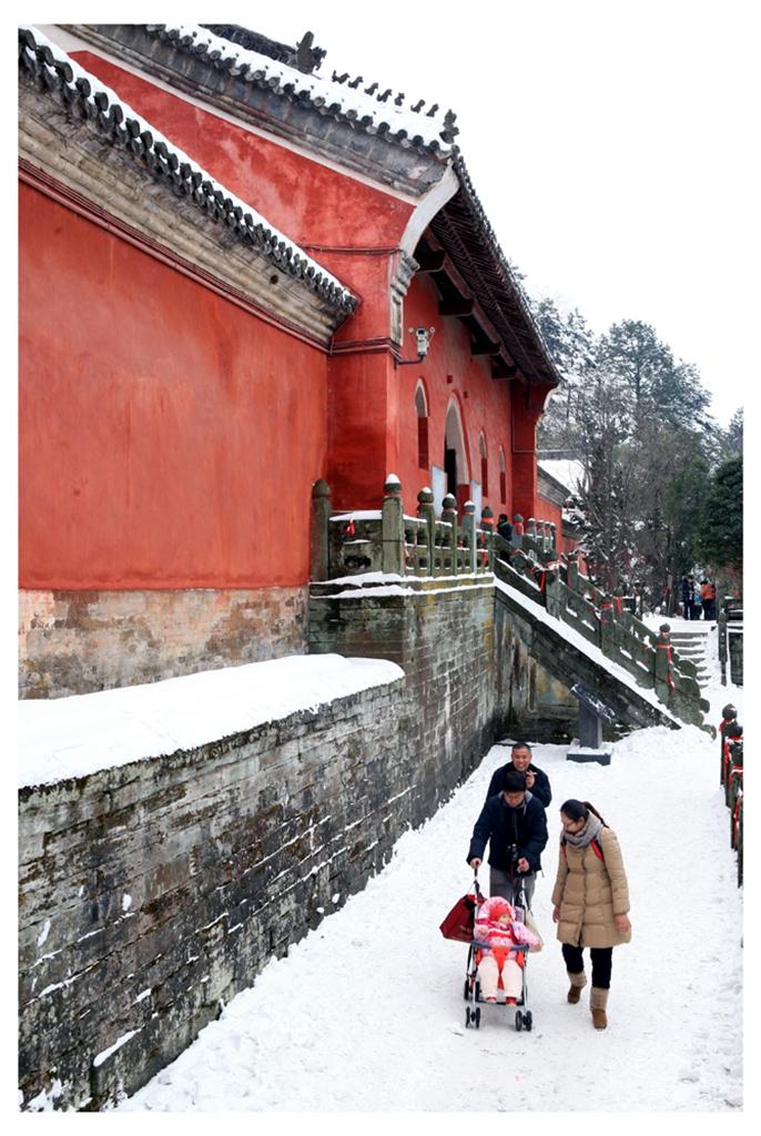 099优秀作品:《雪中游武当》(摄影:马爱花)