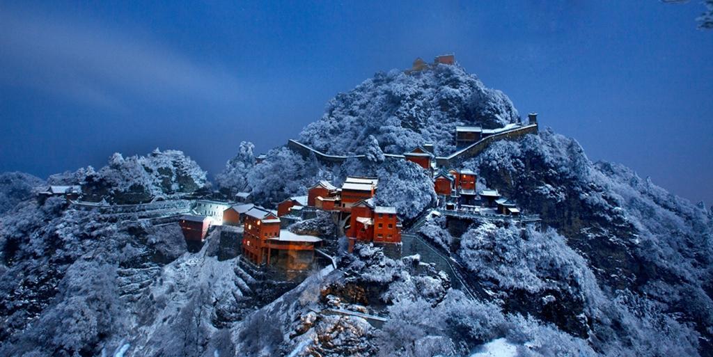 107优秀作品:仙宫雪夜(摄影:彭文萍)