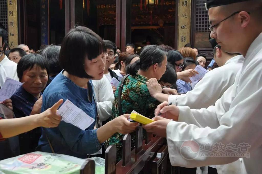 上海城隍庙为数百位学子举行文昌祈愿法会