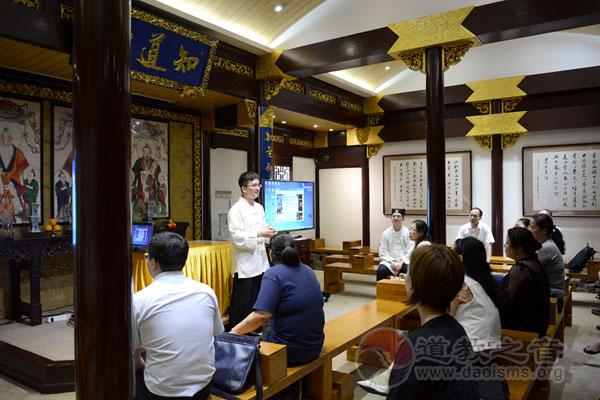 上海慈爱公益基金会十二段锦启蒙班正式开班