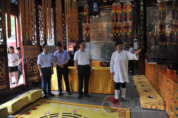 湖北省武汉市副市长龙良文到长春观检查工作