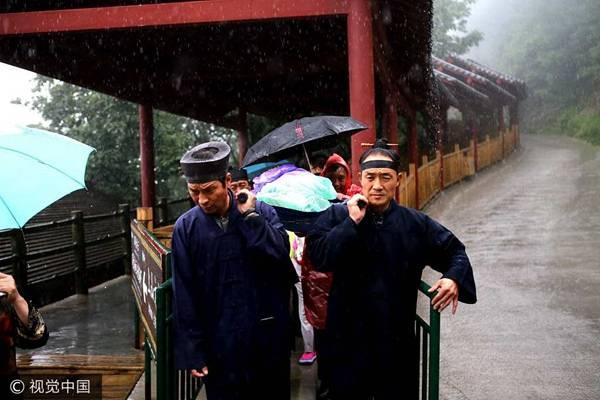 河南省洛阳市老君山道士深山救助危急病人