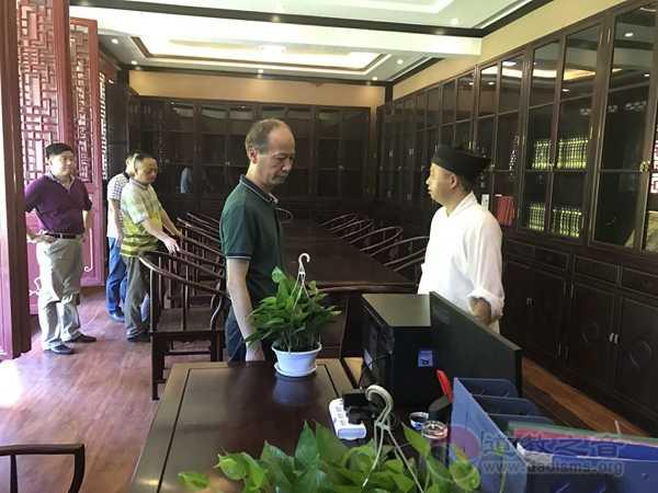 湖南省民宗委副主任邓文华视察邵阳玉清宫