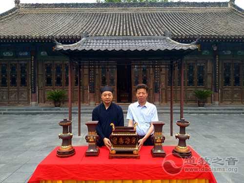 西安八仙宫受赠工艺美术大师曹安祥的作品