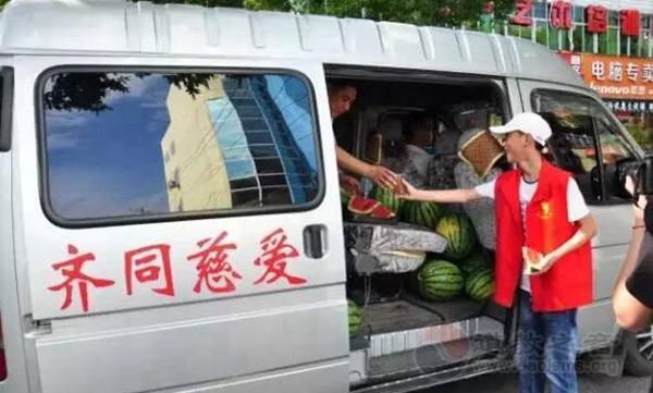 江苏句容茅山道院葛仙观为工人民警送清凉