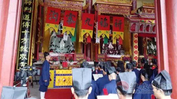 溆浦县玉皇宫为九寨沟的同胞举行祈福法会