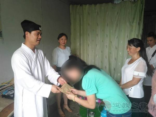 陕西省汉中市道教协会资助贫困学子圆学梦