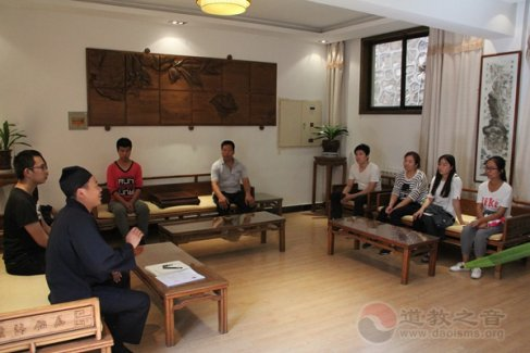 陕西省临潼明圣宫举行捐资助学贫困生活动