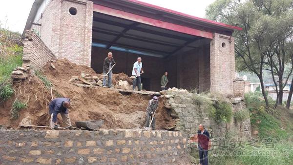 陕西省清涧县王家堡村民抢修王母娘娘庙戏台