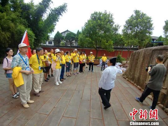 """世界华文媒体走进""""中国道都""""江西龙虎山"""