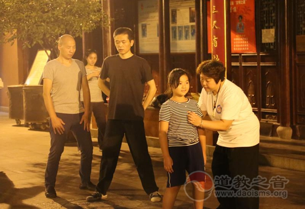 上海慈爱公益基金会太极拳启蒙班正式开班