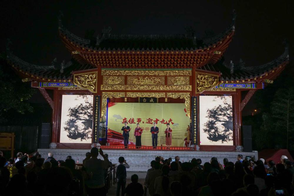 武汉长春观举行诗歌朗诵会庆祝祖国六十八华诞